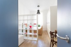 Boiardo_-vista-camera-armadio-e-porta-blu