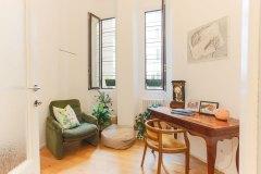 interior design studio poltrona vintage e finestra